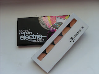 Paletka 12 cieni Technic Electric Beauty Camouflage Kit Cream Concealer Palette firmy W7