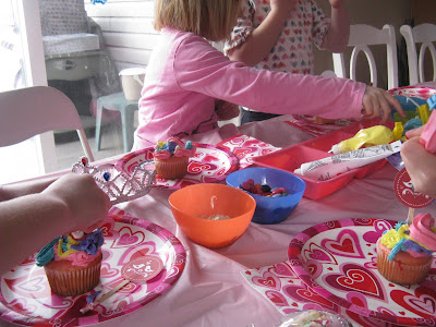 VALENTINE'S DAY CUPCAKE DECORATING PARTY