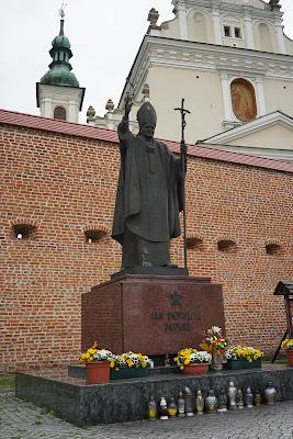 plac Jana Pawła II i pomnik papieża