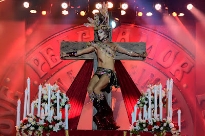 mujeres crucificadas crucified women drag sethlas carnaval las palmas 2017