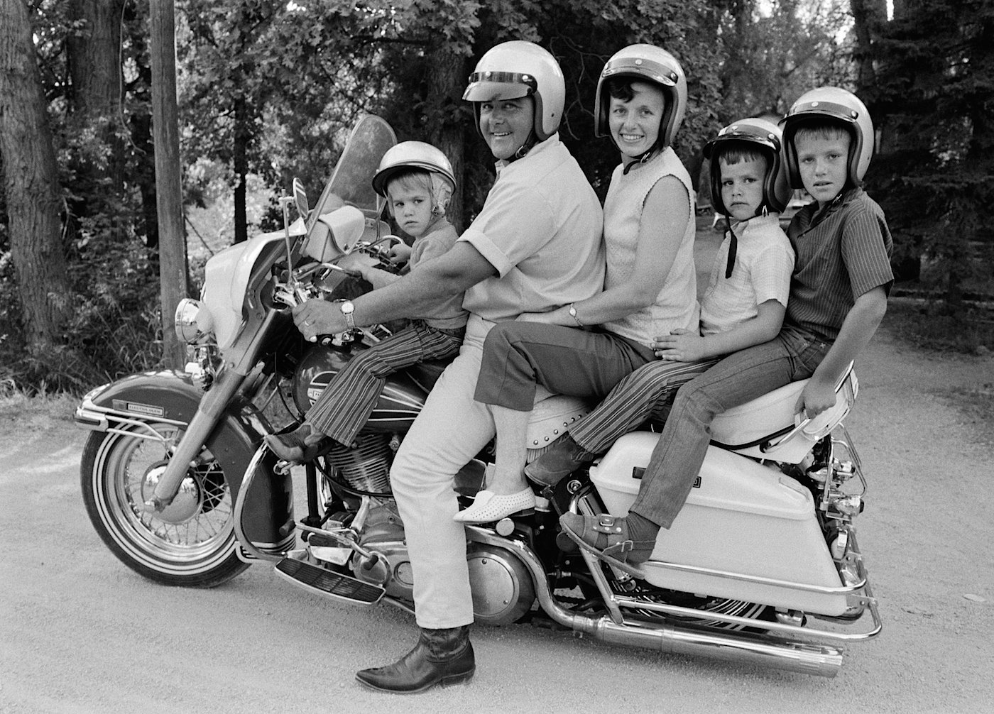 motorcycle family photo  MC Art/Motorcycle Art: A Family Affair