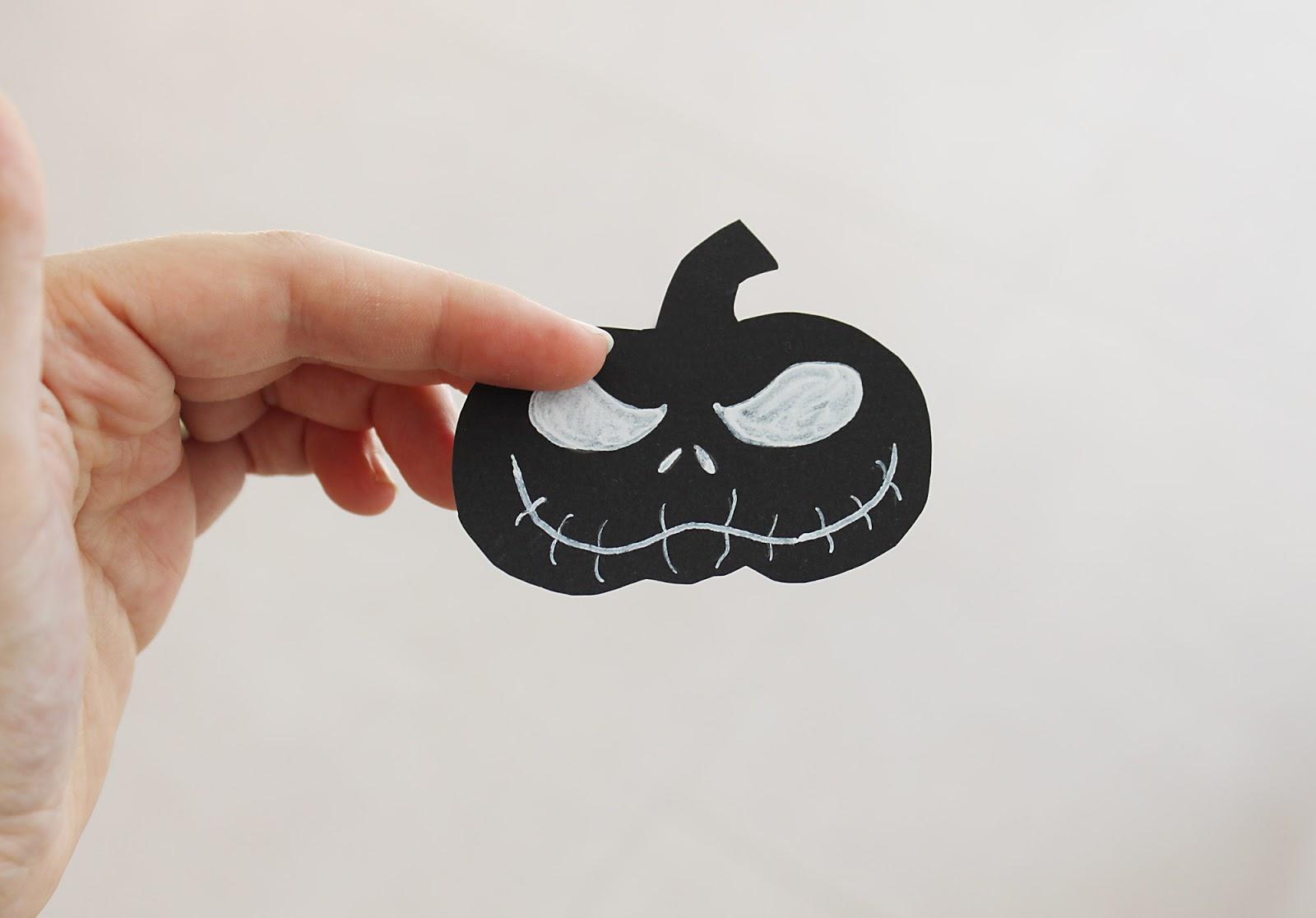 finjas_white_living_halloween_diy_suessigkeiten_tueten_kuerbis_pappe