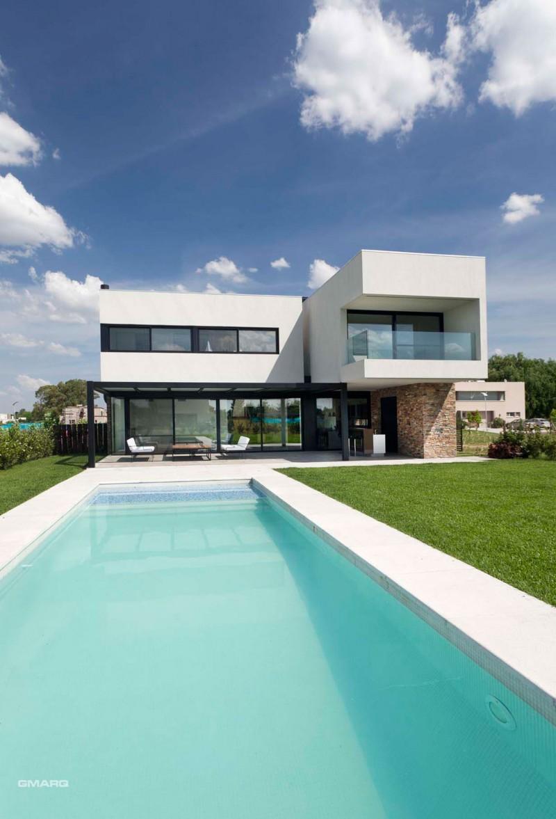Hogares frescos moderna residencia en buenos aires por el for Diseno de casas interior y exterior