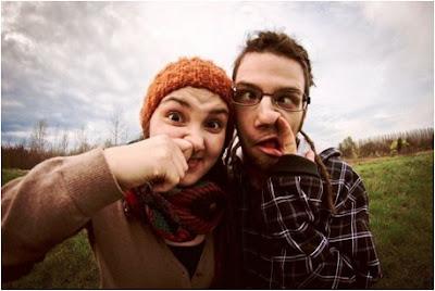 6 Yang Dilakukan Cewek Saat Jatuh Cinta