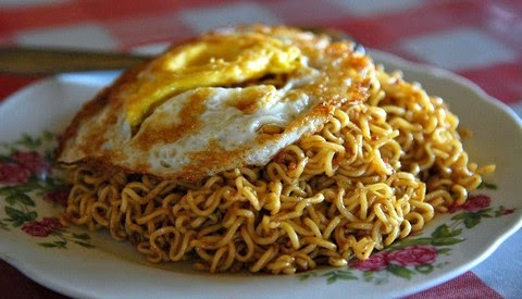 Spicy Mie Goreng with Fried Egg