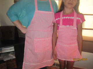 These mother-daughter aprons are perfect for a grandmother and granddaughter, too!