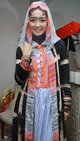 Model Baju Busana Muslim Terbaru Gaya Artis Nuri Maulida Berhijab