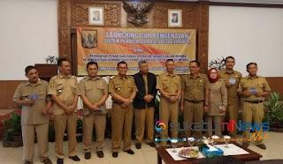 Wakil Bupati Sukabumi bersama para Kadis dan Kades di acara Louncing Program Sipades di Kabupaten Sukabumi