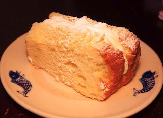 ふんわりクリームサンドケーキ