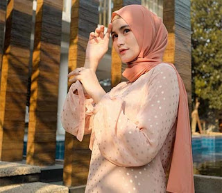 Nadya Fricella Pakai Hijab