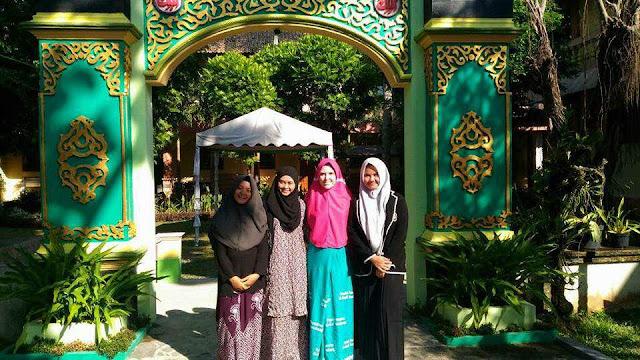 """Para Pelajar dari 23 Negara Asing """"Ngaji"""" di Pondok Pesantren Al-Kahfi Somalangu, Kebumen"""
