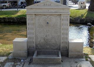 η κρήνη στο πάρκο του Δημαρχείου της Έδεσσας
