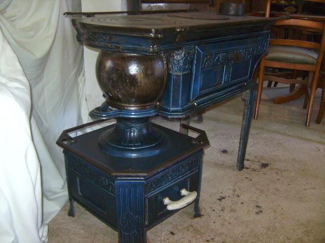 ancienne po le cuisini re a bois fonte maill e bleu poque art nouveau. Black Bedroom Furniture Sets. Home Design Ideas