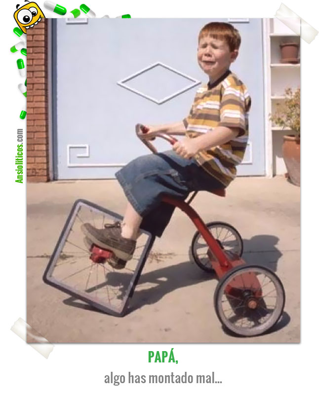 Chiste de Niños: Papá, has montado mal el triciclo...