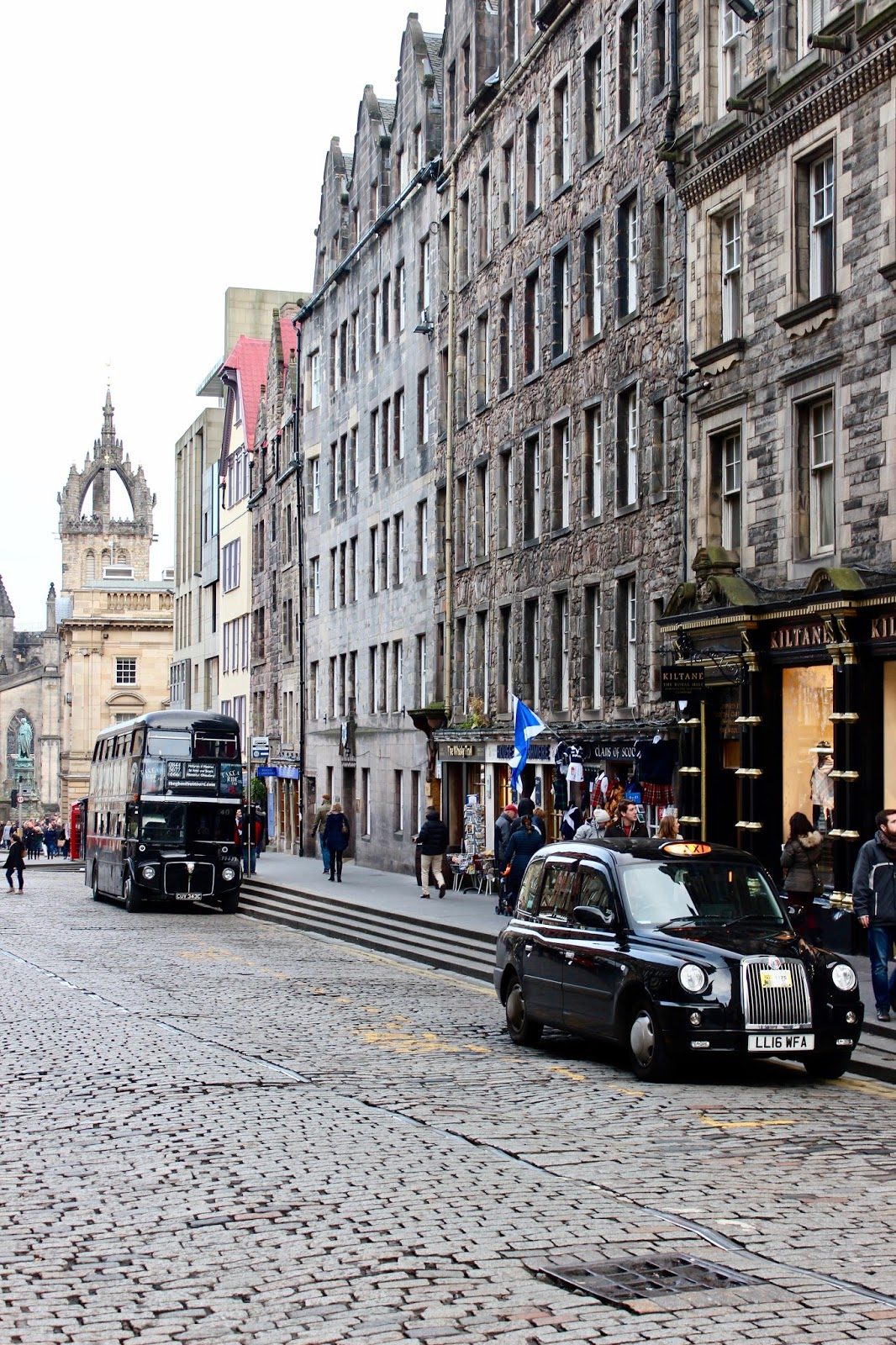Edinburgh-Scotland-Cab