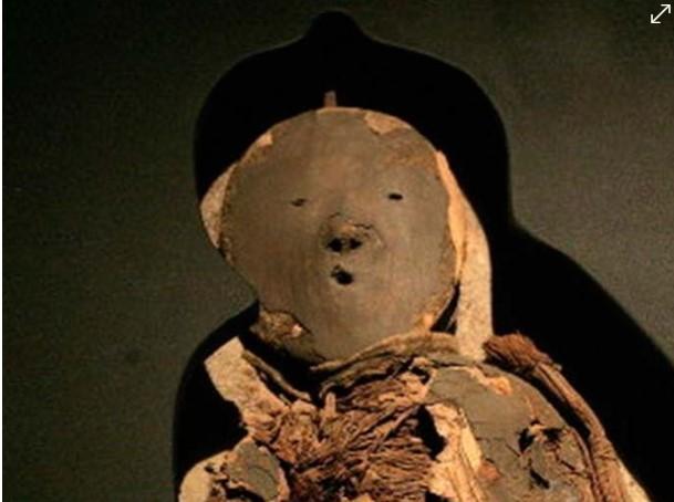 Niño momificado con ofrendas es hallado por expertos mexicanos