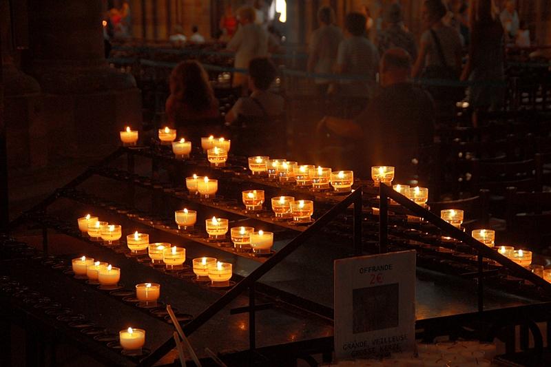 Kerzen im Münster Strasbourg | Reisetipps für einen Tag in Strasbourg