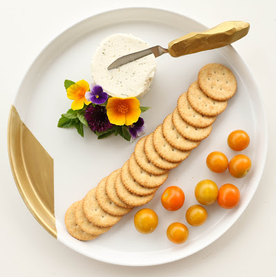 http://kailochic.blogspot.com/2015/05/diy-gold-geometric-cheese-knife-and.html