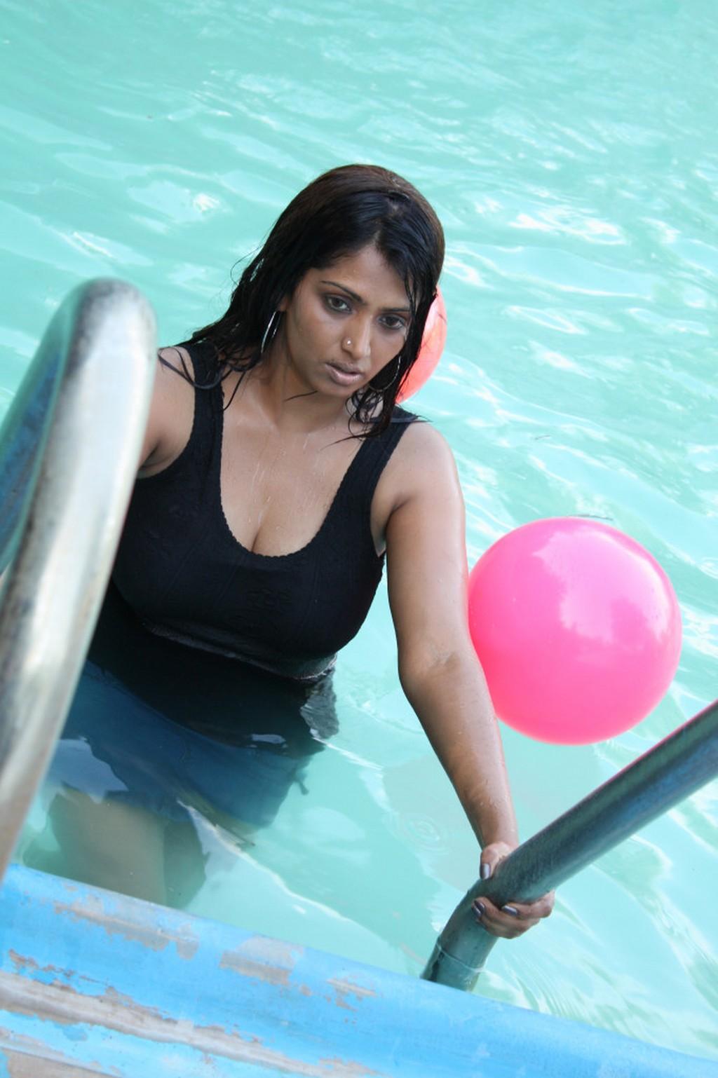Important Love Rules  Actress Bhuvaneshwari Hot Stills Images-3730