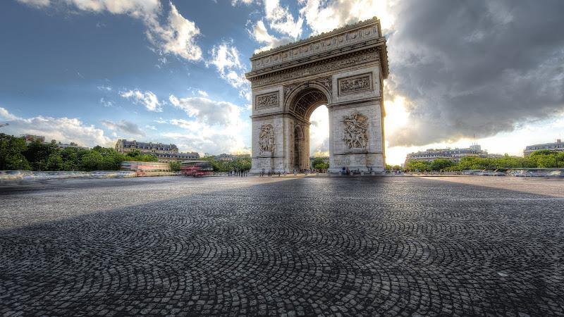 Arc de Triomphe on Champs-Elysees HD