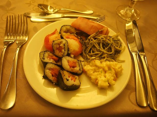 プンタカナのホテルのビュッフェでお寿司があった