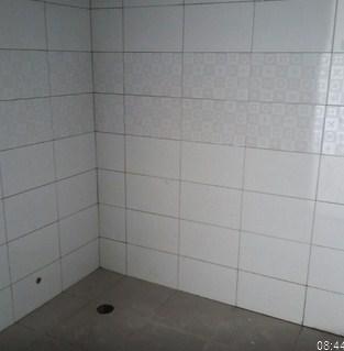 dinding kamar mandi dilihat dari dalam