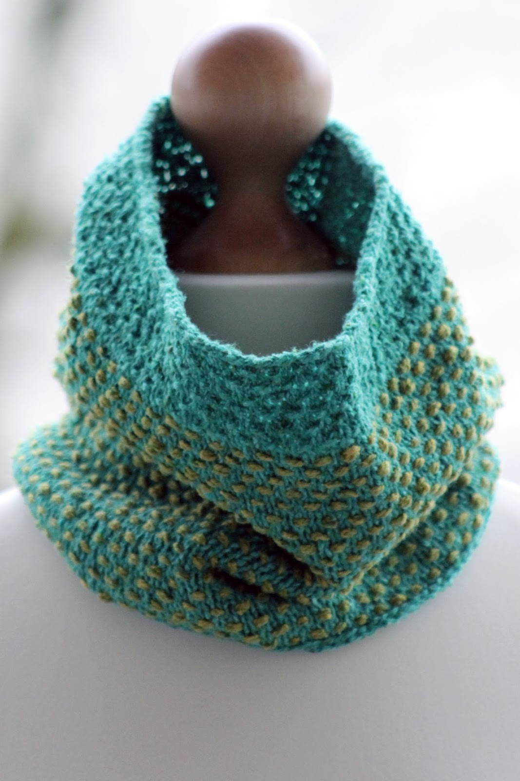 Balls to the Walls Knits: cowl