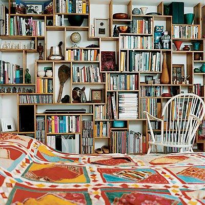 Apartment intervention floor to ceiling bookshelves - Bookshelf ideas for bedroom ...