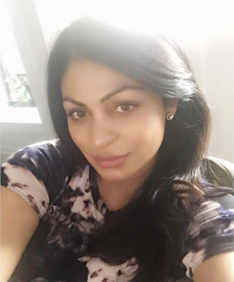 Punjabi Actress Neeru Bajwa take selfie Photo, HD Wallpapers
