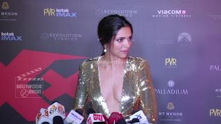 Deepika Padukone Promoting   Return of Xander Cage in India in Golde Gown 31 .xyz.jpg