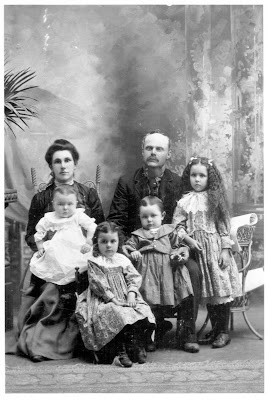 Francois Gagnon and Julia Vanasse with their children in 1902