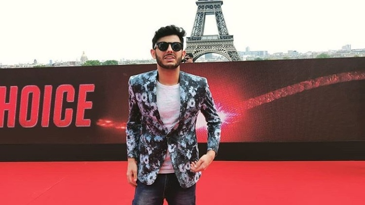 carryminati at an event