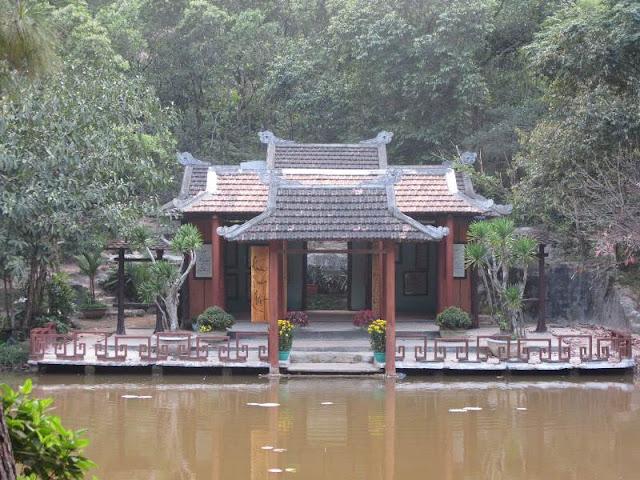 Huyen Khong pagoda