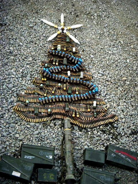 Zdrowych, wesołych, rodzinnych  i wystrzałowych świąt  Bożego Narodzenia życzy Bartosz Mazurowski wraz z zespołem NaszaFarma.org Centrum Szkoleń Militarnych.