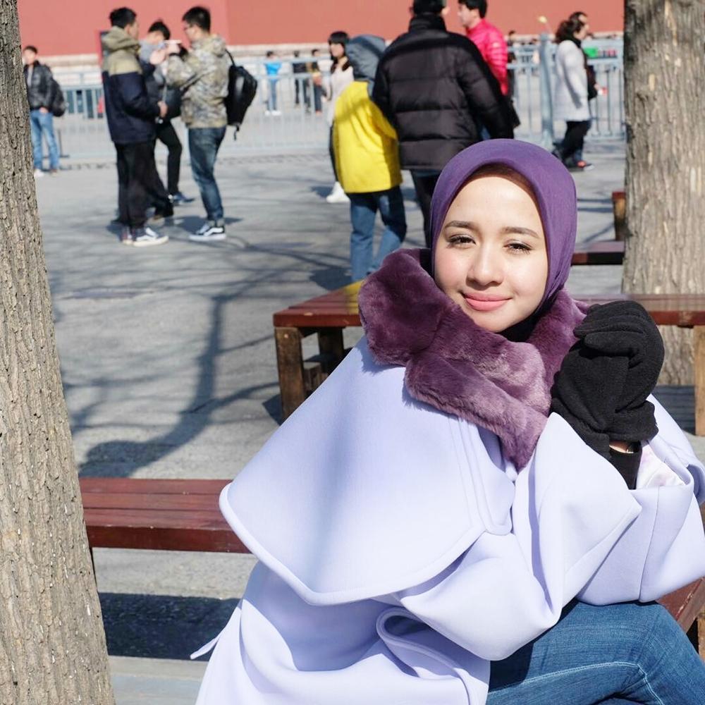 Otentiknya Style Hijab Holiday Laudya Cynthia Bella Yang Patut