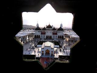 Bermesraan di Halaman Masjid Raya Aceh, Sepasang Kekasih Dicambuk