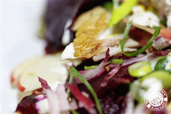 Linzensalade met bietjes, makreel en een pittige dressing
