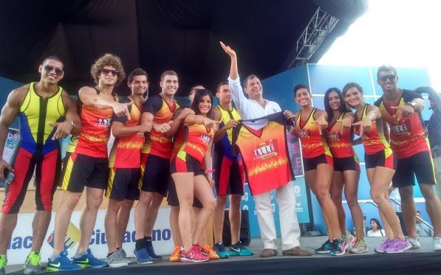 concursantes de calle 7 en la sabatina de Rafael Correa