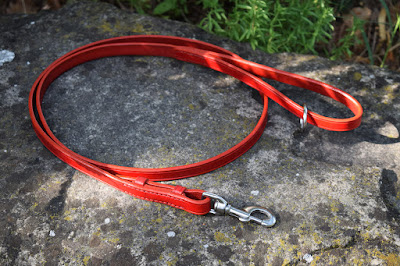 Custom dog leash in red leather 150 cm long suitable for medium and large size dogs