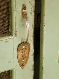 Una cuchara para la puerta