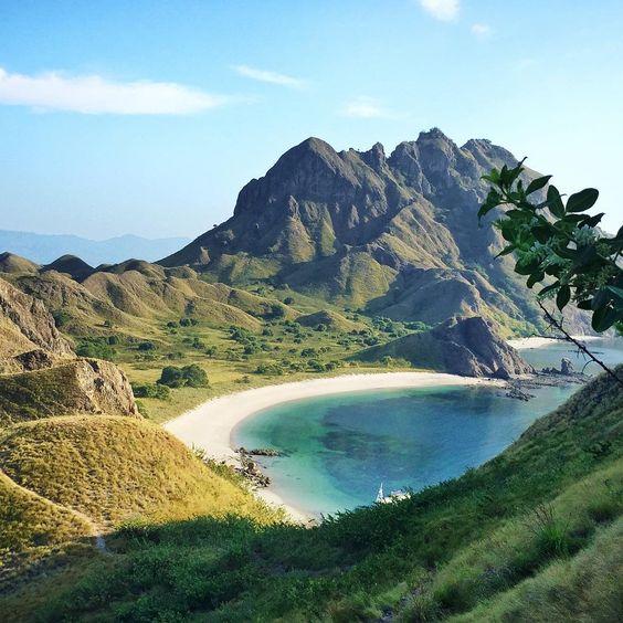 pulau padar primadona wisata nusa tenggara timur