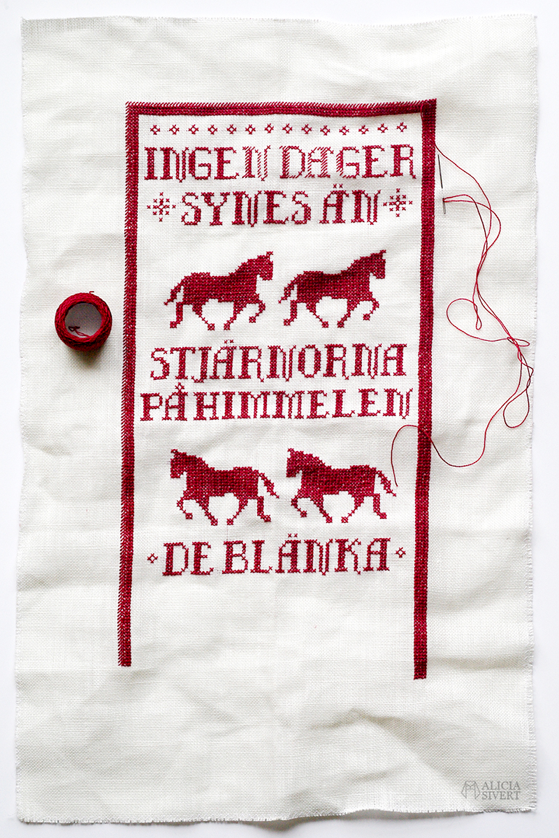 aliciasivert alicia sivert alicia sivertsson jul julklapp julbonad bonad staffan stalledräng xmas christmas broderi brodera broderad julbroderi gratis mönster korsstygn korsstygnsmönster häst hästar fålar fem ingen dager synes än stjärnorna på himmelen de blänka gammaldags allmoge fritt free cross stich embroidery pattern horse horses swedish sweden sverige svenska skapa skapande kreativitet monthly makers julkalender 2016 adventskalender kalender diy do it yourself gör det själv