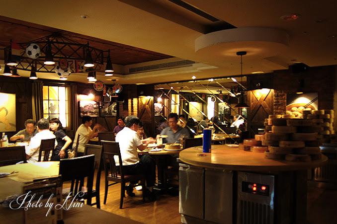【台北市松山區】寶萊納啤酒餐廳慶城街一號店。大口喝酒大口吃肉去