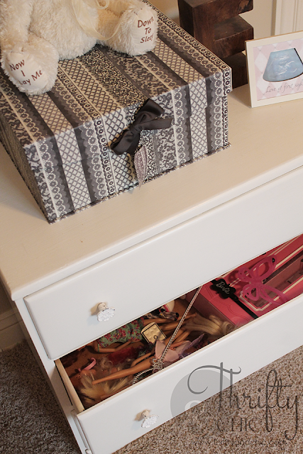 7 toy storage ideas that blend in with your decor! Out of site toy storage!