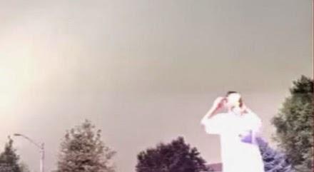Κεραυνός σκάει λίγα μέτρα δίπλα τους - βίντεο