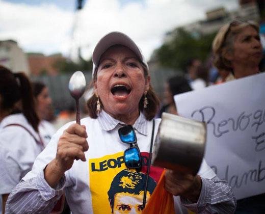 En plena crisis, Maduro destina $25 millones para comprar armas
