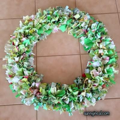 http://www.sunnyincal.com/2013/11/fabric-wreath.html