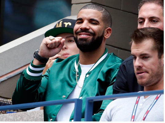 Drake at the US open match to support Serena Williams.