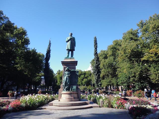 Estatua del poeta nacional finlandés Johan Ludving Runeberg (1885)