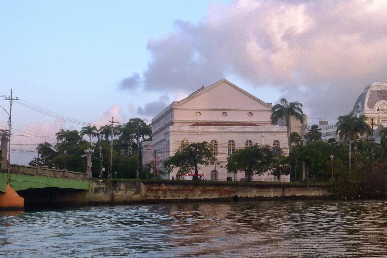 RECIFE; TEATRO SANTA ISABEL; RECIFE; TURISMO; PASSEIO DE BARCO; PASSEIO DE CATAMARÃ; RIO CAPIBARIBE